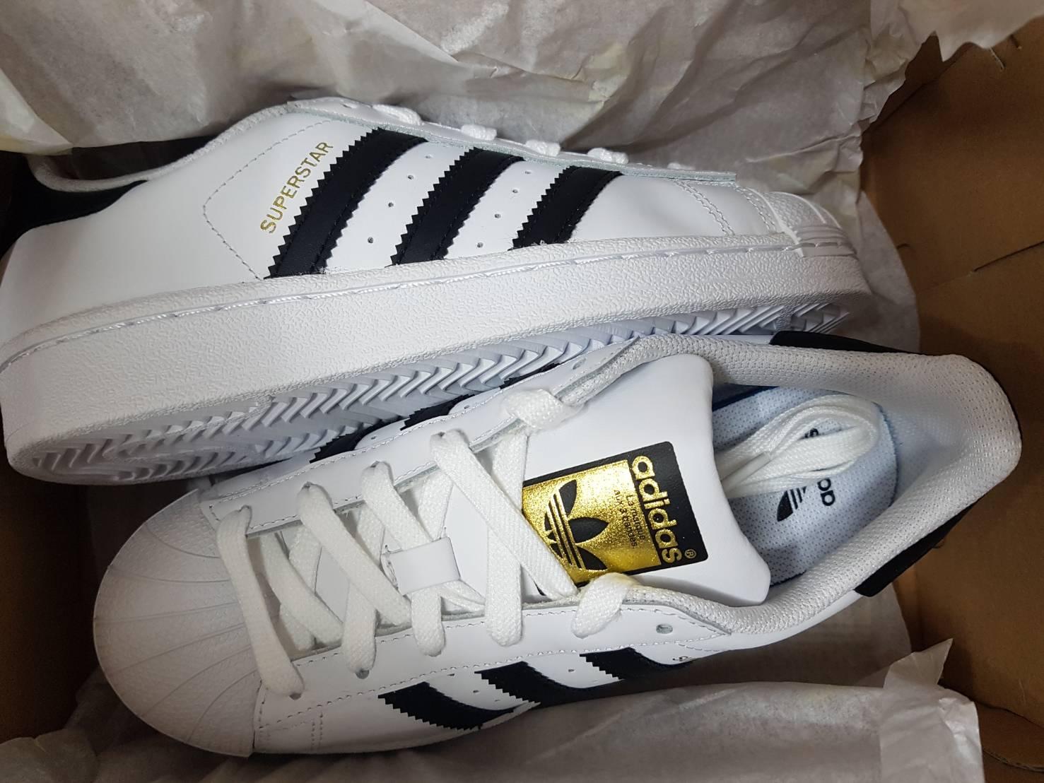 รองเท้า adidas รุ่น ฮิต