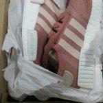 มาหาคำตอบกันว่า !!  รุ่น รองเท้า adidas ที่นิยมในหมู่วัยรุ่น มีแบบไหนบ้าง